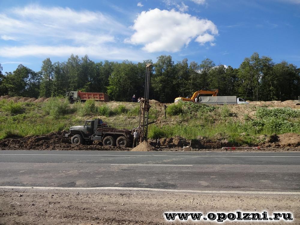 Оползневой участок на трассе автомобильной дороги