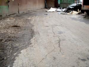 IMGP0430 оползневые трещины на дороге