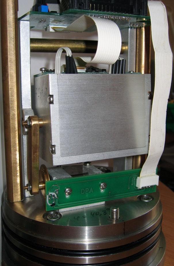 Блок акселерометров с устройством механической калибровки